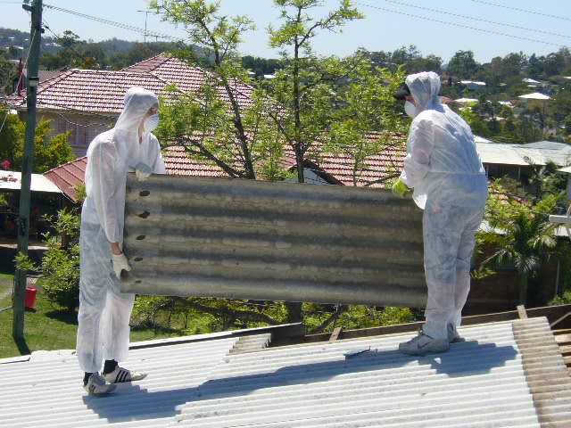 How Can I Make Sure My Asbestos Roof Is Removed Safely?