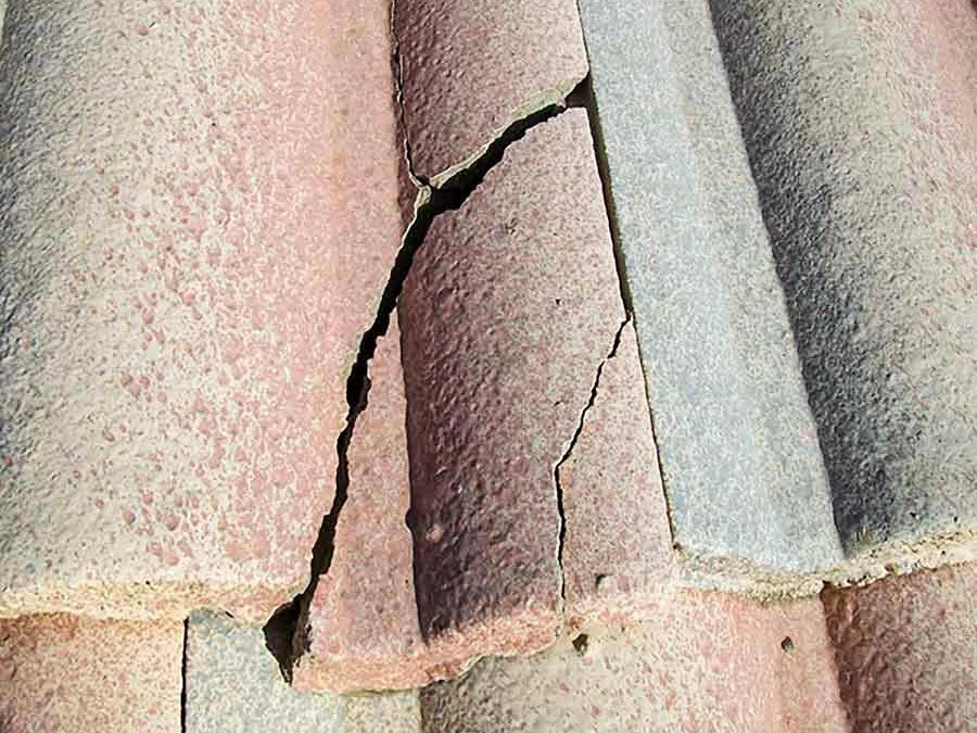 Can I fix broken or cracked roof tiles with silicone?